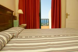 Een bed of bedden in een kamer bij Complejo Las Tres Palmeras