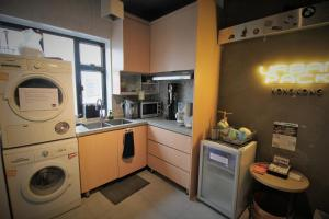 A kitchen or kitchenette at Urban Pack
