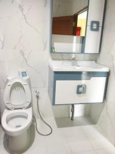 A bathroom at Phi Phi Maiyada Resort- SHA Certified Vaccinated