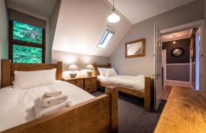 A bed or beds in a room at Quayside Apartment