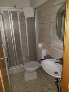 Ein Badezimmer in der Unterkunft Hotel Gallmersgarten
