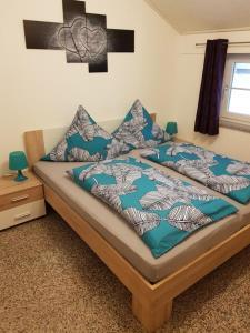 Ein Bett oder Betten in einem Zimmer der Unterkunft Ferienwohnung Rosl
