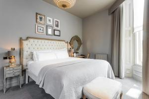 A bed or beds in a room at Murrayfield Hotel