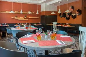 A restaurant or other place to eat at Novotel Marseille Centre Prado Vélodrome