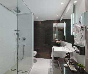 A bathroom at H10 Berlin Ku'damm