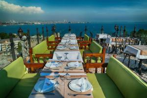A restaurant or other place to eat at Mytra Hotel