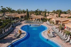 Uitzicht op het zwembad bij Maspalomas Resort by Dunas of in de buurt