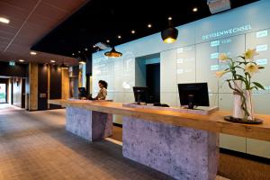The lobby or reception area at ibis Hotel Hamburg Airport