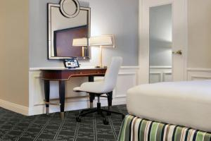 A bed or beds in a room at The Palmer House Hilton