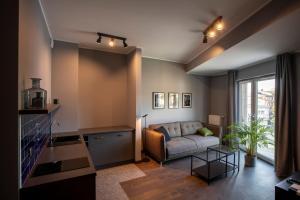 A seating area at Apartamenty Dobry Browar