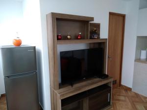 A television and/or entertainment centre at Departamento en el centro de San Borja (Rubens)