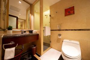 حمام في فندق غراند العالمي