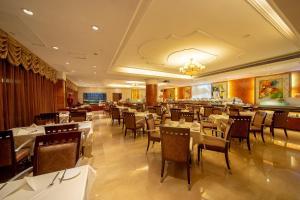 مطعم أو مكان آخر لتناول الطعام في فندق غراند العالمي