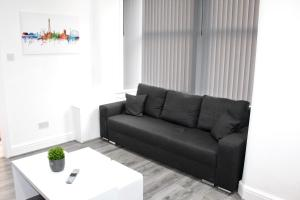 A seating area at Reads Luxury Jacuzzi Apartments