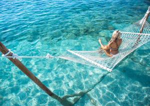 בריכת השחייה שנמצאת ב-Proteas Blu Resort או באזור