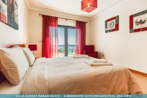 A bed or beds in a room at Sunset Paradise Villa n°2