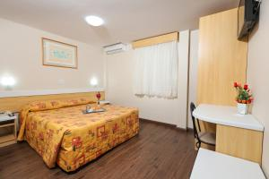 A bed or beds in a room at Hotel Express Terminal Tur - Rodoviária Porto Alegre
