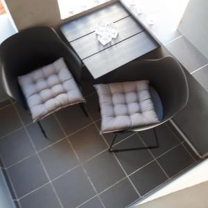 A seating area at Apartments Ruža