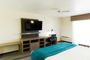 A television and/or entertainment center at Los Viajeros Inn