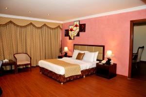 Cama ou camas em um quarto em APOLLO DIMORA THE BUSINESS HOTEL