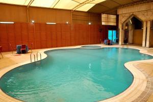 A piscina localizada em APOLLO DIMORA THE BUSINESS HOTEL ou nos arredores