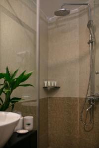A bathroom at Serenity Diamond Hotel