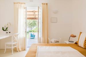 Ein Bett oder Betten in einem Zimmer der Unterkunft Capofaro Locanda & Malvasia