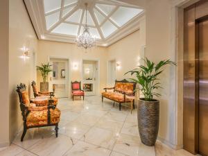 The lobby or reception area at Hotel Palmenhof