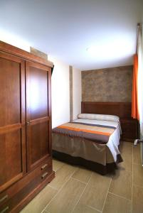 A bed or beds in a room at Apartahotel La Corrala