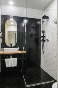 Un baño de History hotel