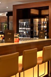 The lounge or bar area at Flemings Hotel Frankfurt Main-Riverside