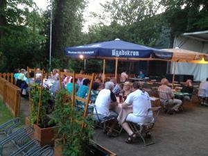 """Ein Restaurant oder anderes Speiselokal in der Unterkunft Hotel """"Zur Post"""""""