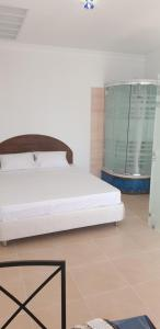 A bed or beds in a room at Hotel Timosha