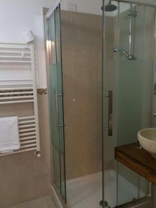 A bathroom at B&B Suite Cutelli