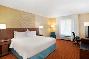 A bed or beds in a room at Fairfield Inn & Suites Chicago Midway Airport