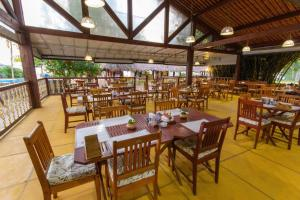 A restaurant or other place to eat at Pousada Barra Velha