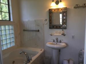 A bathroom at The Penrose Bed & Breakfast