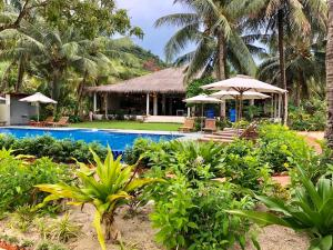 The swimming pool at or close to Peppercorn Beach Resort