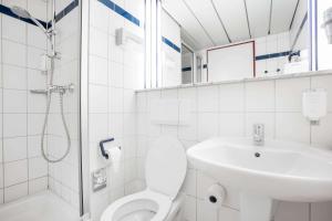 A bathroom at Quality Hotel Hof