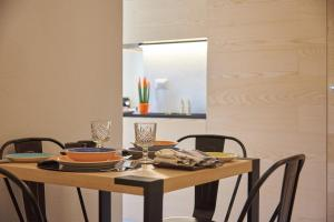 A restaurant or other place to eat at Style Home