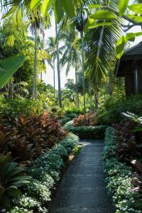 Сад в Anantara Mai Khao Phuket Villas - SHA Certified