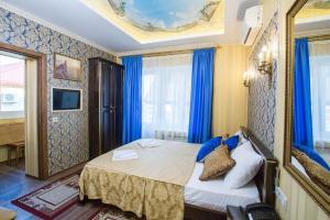 Кровать или кровати в номере Hotel Natasha Rostova