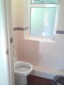 """Ванная комната в База отдыха и Автокемпинг """"На Первом"""""""