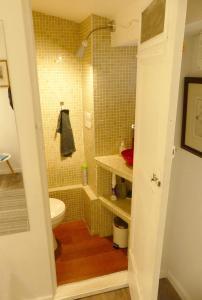 A bathroom at Dépendance sainte Anne