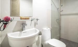 A bathroom at Saigon Charm Hotel