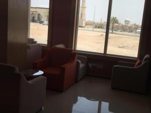 Uma área de estar em Arif Housing Units