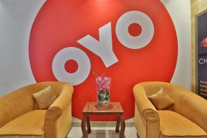 A seating area at OYO 101 Click Hotel