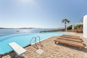 Basen w obiekcie Villa Olivia by Mykonos Luxury lub w pobliżu