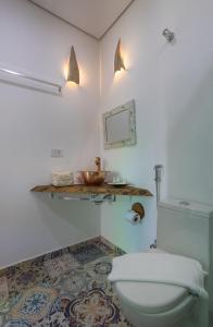 A bathroom at Hotel Vila Kebaya