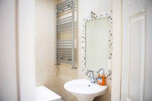 A bathroom at Holywell Way Swords